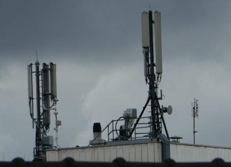 Rijk, VNG en mobiele operators vernieuwen antenneconvenant