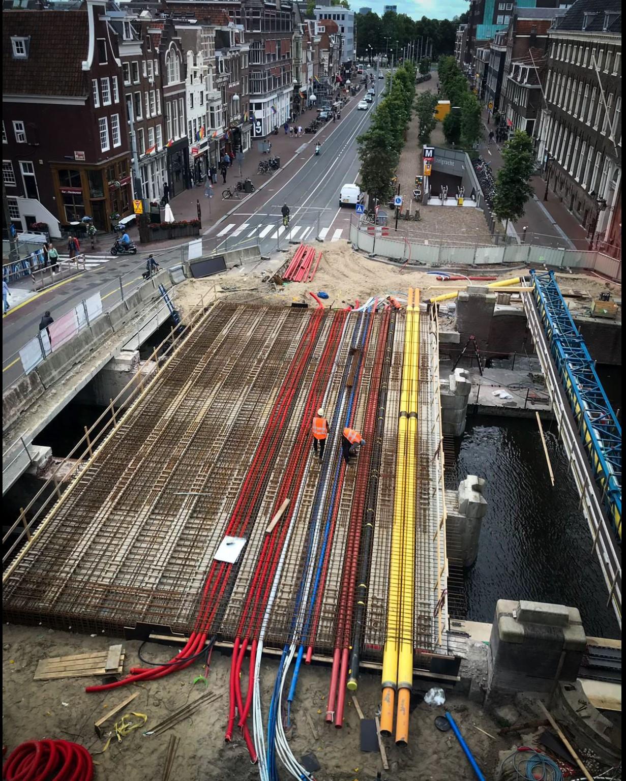 Van Gelder en Heijmans verleggen kabels en leidingen eeuwenoude bruggen